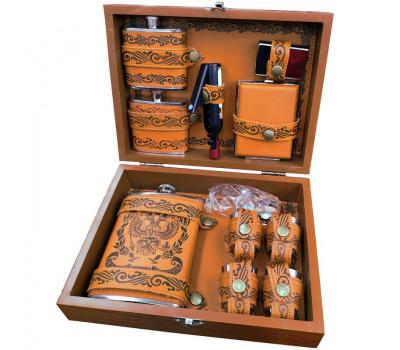 Мужской набор с флягой и аксессуарами в деревянном футляре