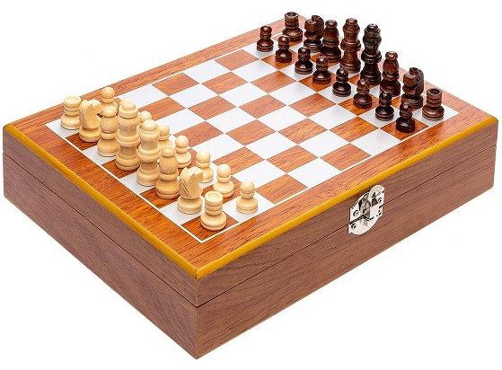 Подарочный набор внутри шахматной доски